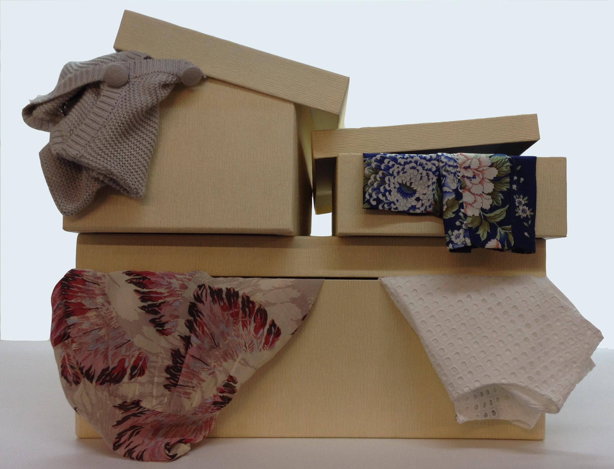cajas lino ropa saliendo