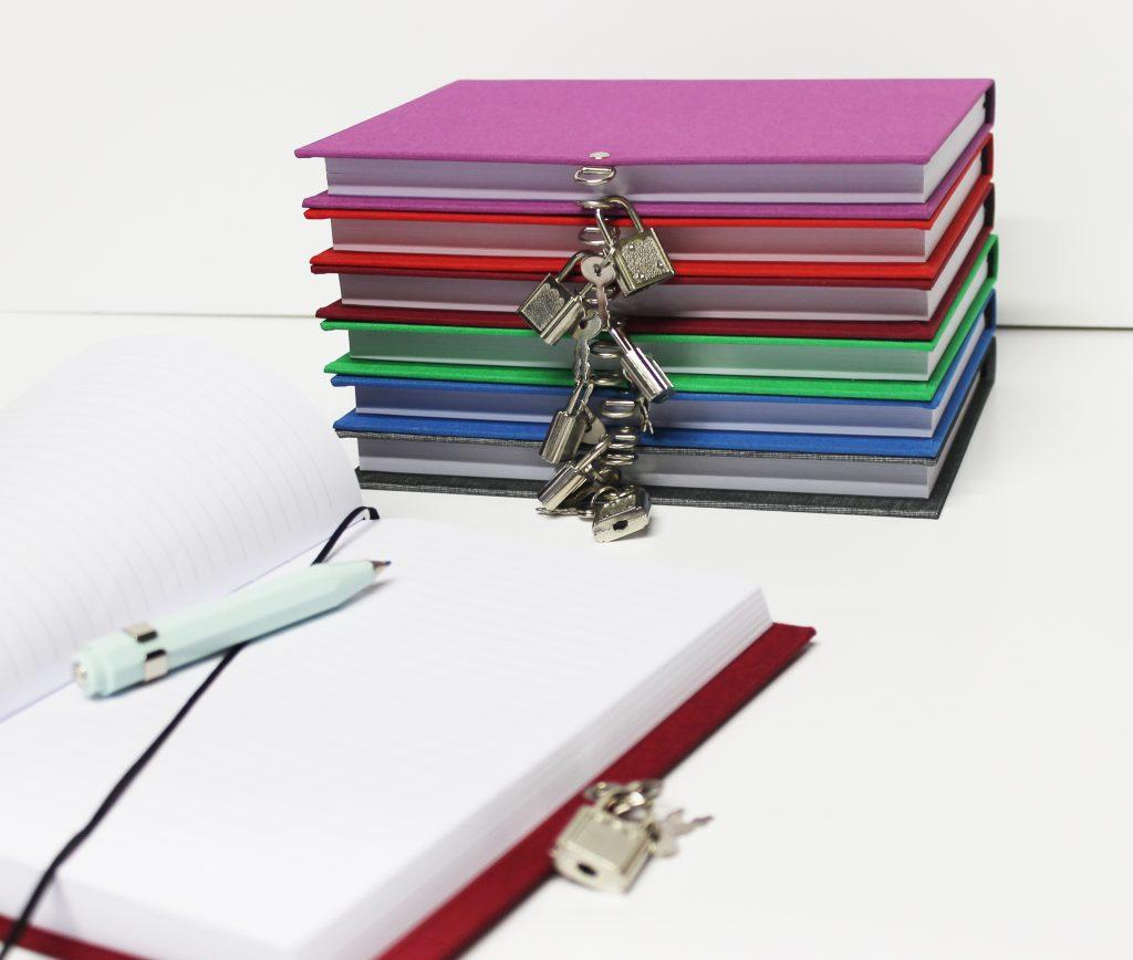 Diario personal con candado: beneficios de escribir
